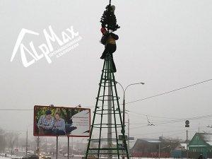 Монтаж новогодней ели высотой 7 метров