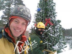 Монтаж новогодней ели высотой 9 метров